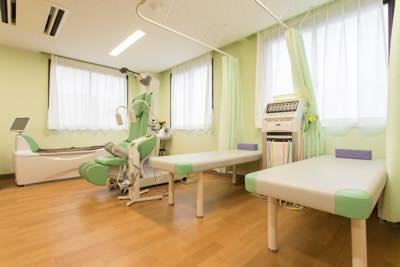 室内奥の低周波治療コーナー
